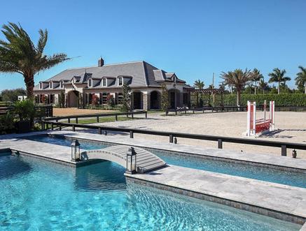 Wegzwijmelen luxe villa met zwembad paardenstallen for Huis met paardenstallen te koop