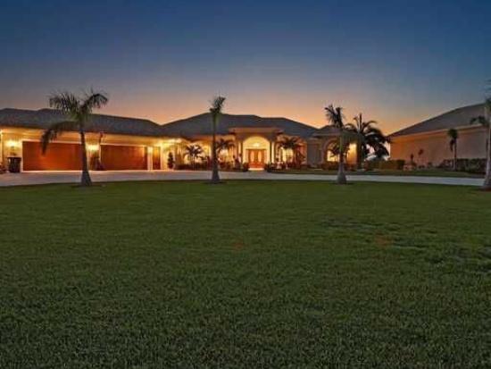WEGZWIJMELEN: Villa met stallen + binnenzwembad