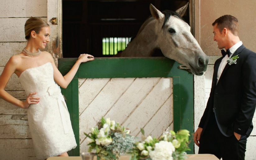 WEGZWIJMELEN: 8 leuke weddingfoto's van paardenmeisjes