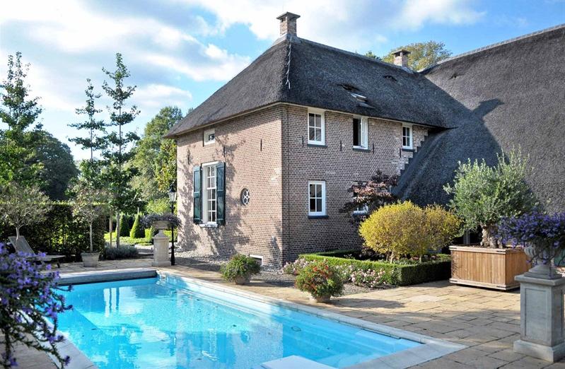 Stable style luxe boerderij met zwembad en stallen te for Boerderij met stallen te koop