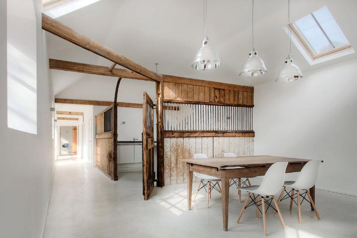 MUST SEE: Stal omgebouwd tot woonhuis, maar de 'staldetails' zijn behouden