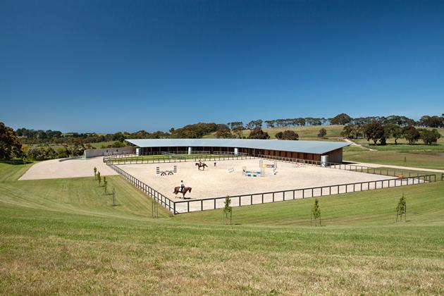 Stable style: minimalistische stal met zwembad voor paarden u2013 pumps
