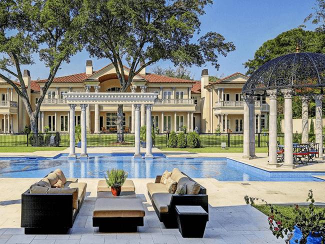 STABLE STYLE: Decadente villa en stallen te koop (zwembad naast de wei!)